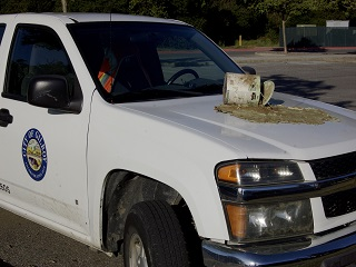 truck,city of gilroy,paint paint can